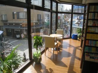 2階 窓際の椅子