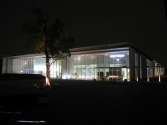 夜のサントリー商品開発センター