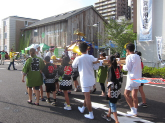 今井上町の神輿登場