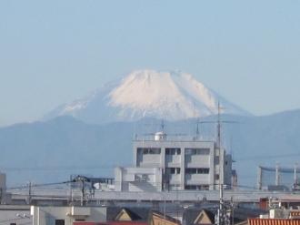 タワーの間に見える富士山