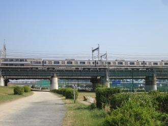 多摩川をわたる横須賀線