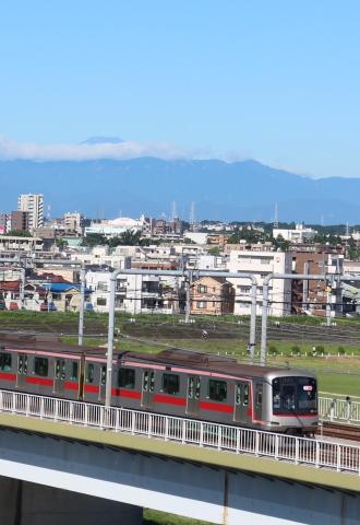 見晴台からの東横線と、富士山の夏景色
