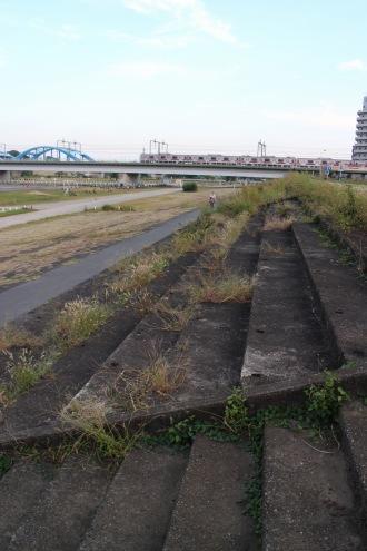 「多摩川スピードウェイ」のメインスタンド