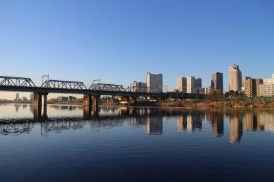 多摩川橋梁と武蔵小杉の鏡面世界