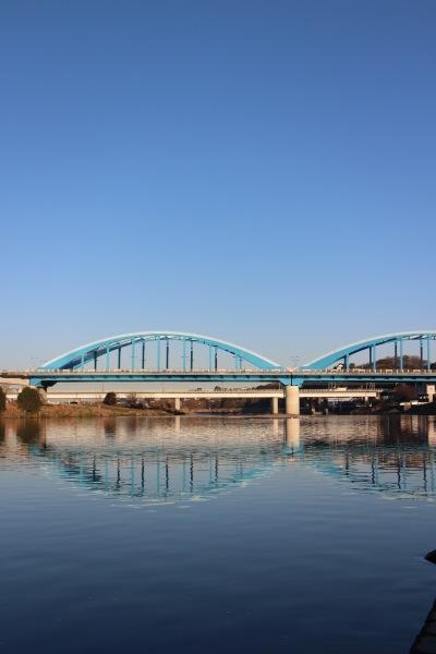 丸子橋の鏡面世界