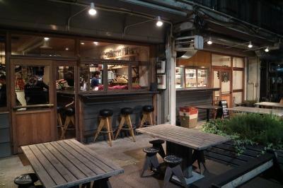 多摩川浅間神社展望台下の「多摩川ダイナー」