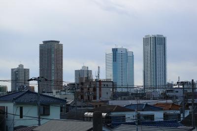歩道橋から見た新川崎の高層ビル群