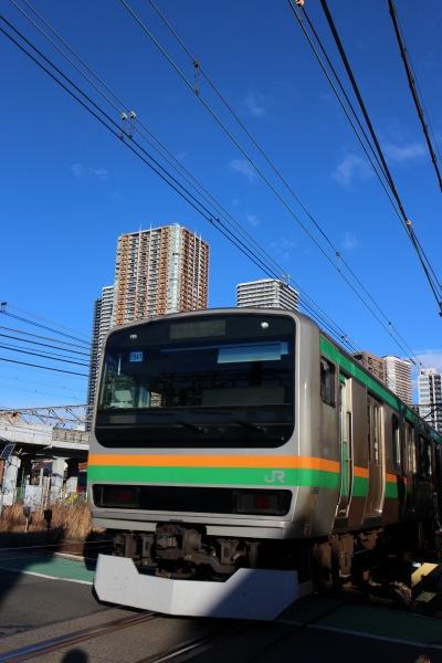 御幸踏切を通過する湘南新宿ライン