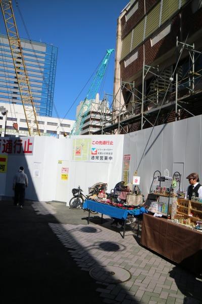 再開発工事で行き止まりとなった商店街