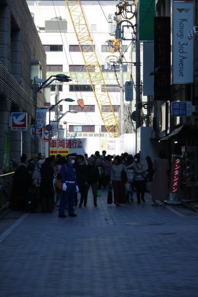 にぎわう武蔵小杉駅前通り商店街