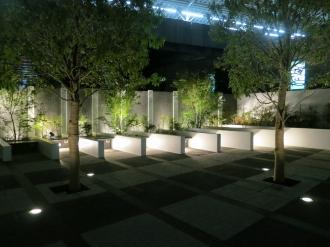 ベンチの照明(夜間)