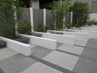 公開空地のベンチ
