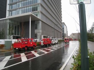 野村不動産武蔵小杉駅ビル前の消防車・救急車