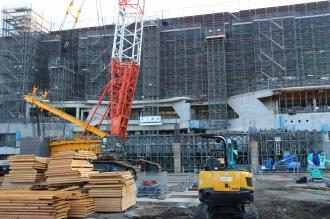 改修工事中の等々力陸上競技場メインスタンド