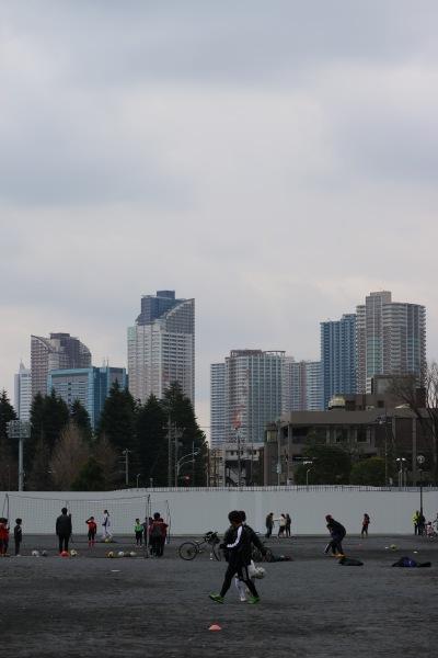 催し物広場から見た武蔵小杉のタワーマンション