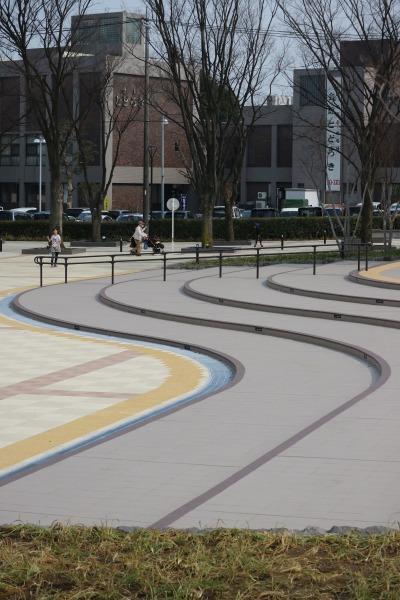 広場の曲線