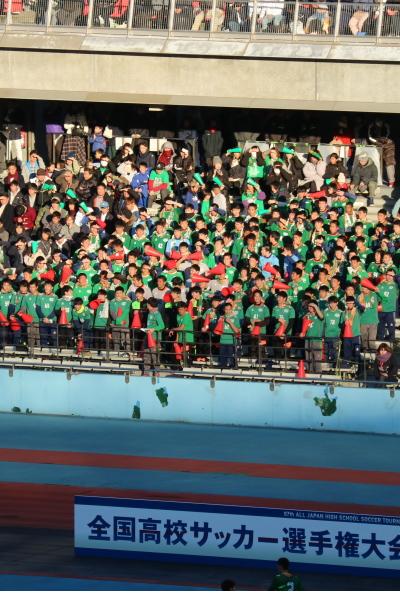 青森山田高校の応援スタンド