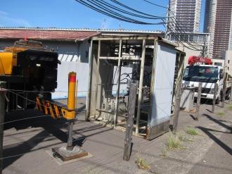 綱島街道拡幅用地に並んだ除却設備