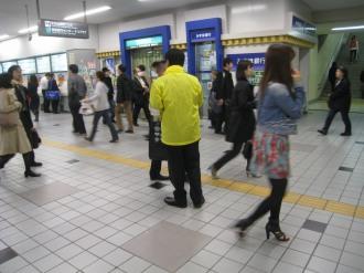 東急武蔵小杉駅のアンケート配布