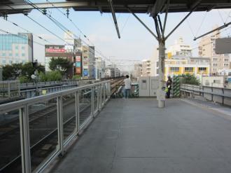 東急武蔵小杉駅のホーム北側(新丸子寄り)
