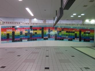 2011年、東急武蔵小杉駅に登場した虹「心をひとつに」
