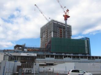 パークシティ武蔵小杉前から見た東急武蔵小杉駅ビル