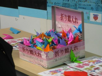 参加者の皆さんが折った鶴