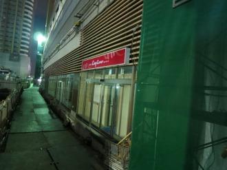 「銀座コージーコーナー」の駅外側