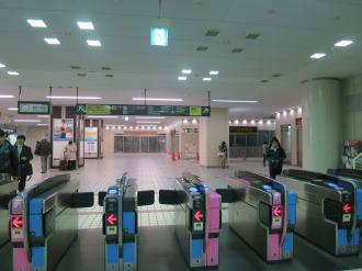 改札口から見た武蔵小杉東急スクエアの店舗群