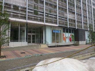 エクラスタワー商業施設1階