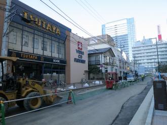 工事がスタートした反対側の従来の歩道