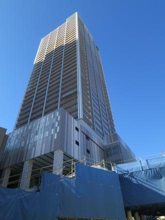 ほぼ完成に近づいたエクラスタワー武蔵小杉
