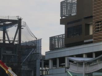 武蔵小杉東急スクエアとグランドウイングタワー商業施設の接続部