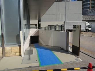 「KOSUGI PLAZA」前、駐輪場への入口