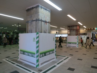 東急武蔵小杉駅改札前の柱