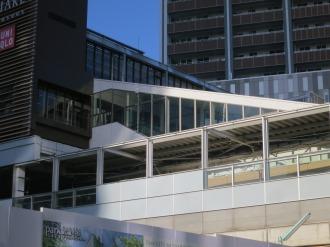 武蔵小杉東急スクエアへの階段およびエスカレーター(外観)