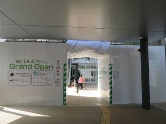 武蔵小杉東急スクエア2階と南武線連絡通路の接続部