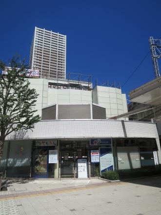 武蔵小杉東急スクエアの「てもみん」「QBハウス」の建物(解体前)