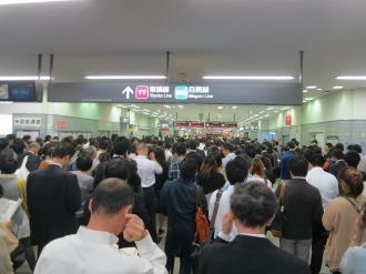 東急武蔵小杉駅改札口の混雑