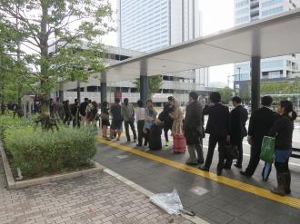 新駅ロータリーのタクシーの行列