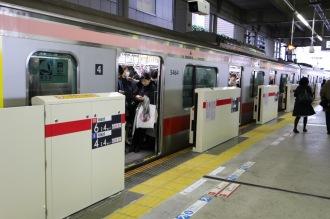 東急東横線・武蔵小杉駅のホームドア