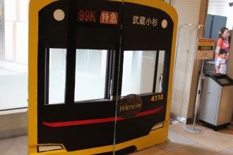 東急スクエアレストランフロアの「渋谷ヒカリエ号」記念撮影パネル