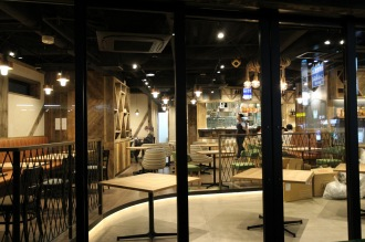 オープンするカフェ「パブリックハウス」