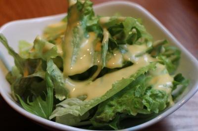 コーンドレッシングのサラダ