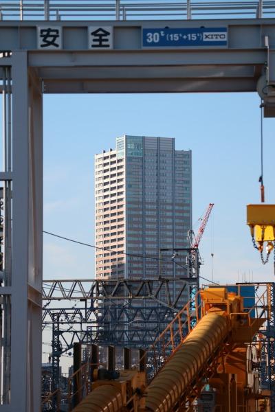 新丸子保線区から見えるエクラスタワー武蔵小杉