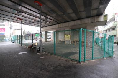 東急線高架下の府中街道拡幅用地