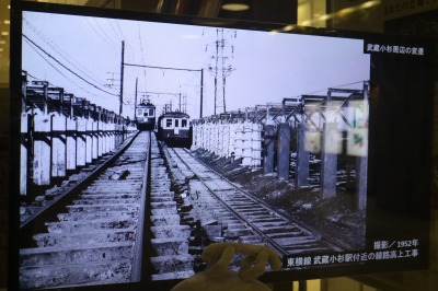 1952年 東横線武蔵小杉駅付近の線路高上工事