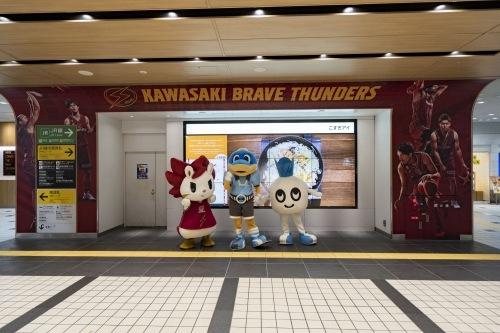 東急武蔵小杉駅コンコース内「こすぎアイ」でのビジュアル掲示
