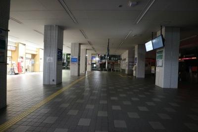 東急ストア(左)と東急新丸子駅(右)