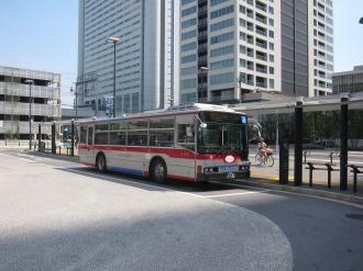 横須賀線武蔵小杉駅ロータリー2番乗り場の東急バス
